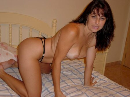 Adoptez une cougar sexy très salope