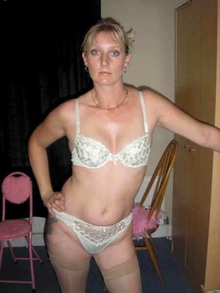 Femme adultère soumise pour gars directif très souvent libre