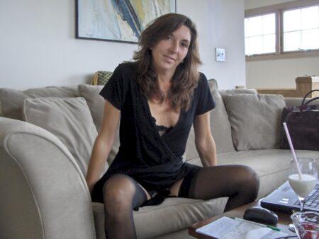 Femme coquine soumise pour gars séduisant assez souvent dispo