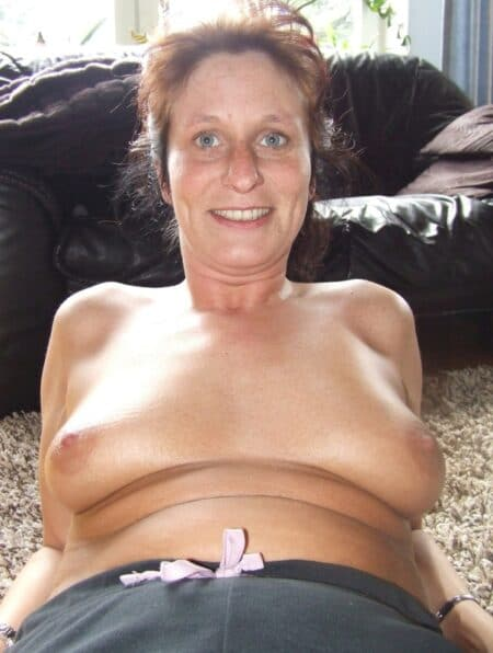 Femme cougar sexy soumise pour homme qui apprécie la domination souvent disponible