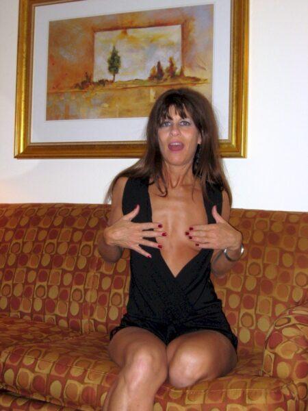 Femme cougar sexy très motivée recherche un gars chaud