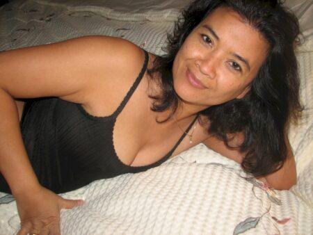 Femme libertine asiatique que pour des coquins sur le 69
