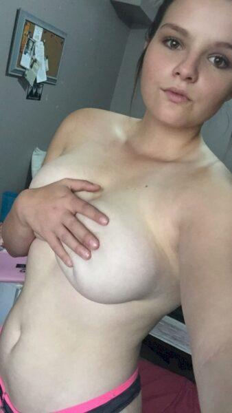 Jolie femme seule qui a besoin d'un plan sexe