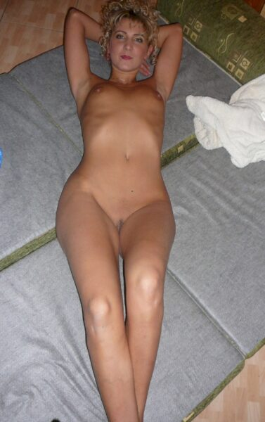 Très belle salope sexy qui a besoin d'un plan q
