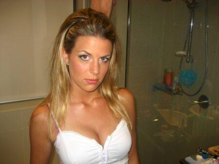 Très jolie femme coquine intéressée par un plan sexe